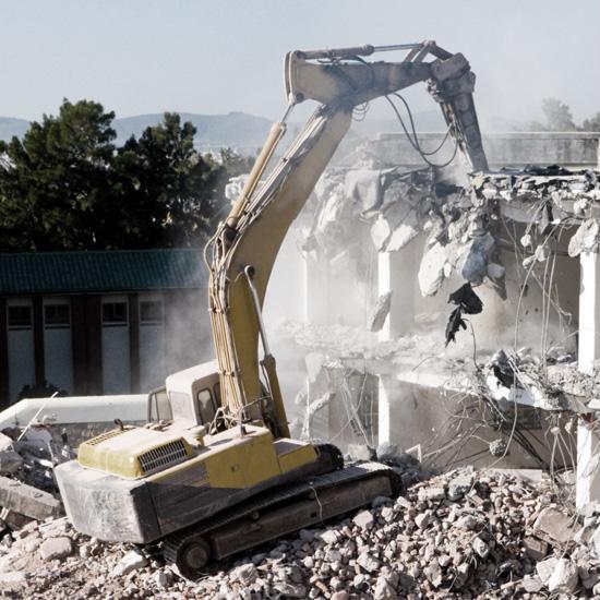 Budynek wtrakcie burzenia 2